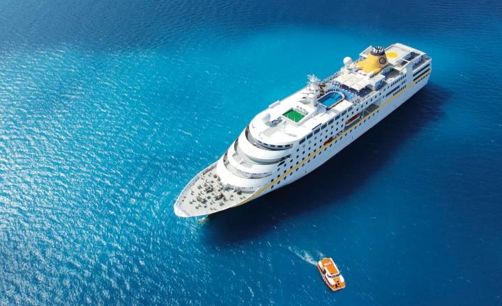 plantours kreuzfahrten: flaggship ms hamburg von oben
